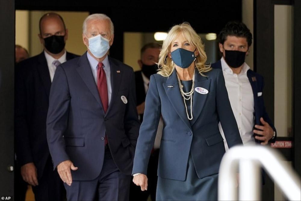 Phong cách thời trang thanh tao của vợ ứng viên Tổng thống Mỹ Joe Biden Ảnh 11