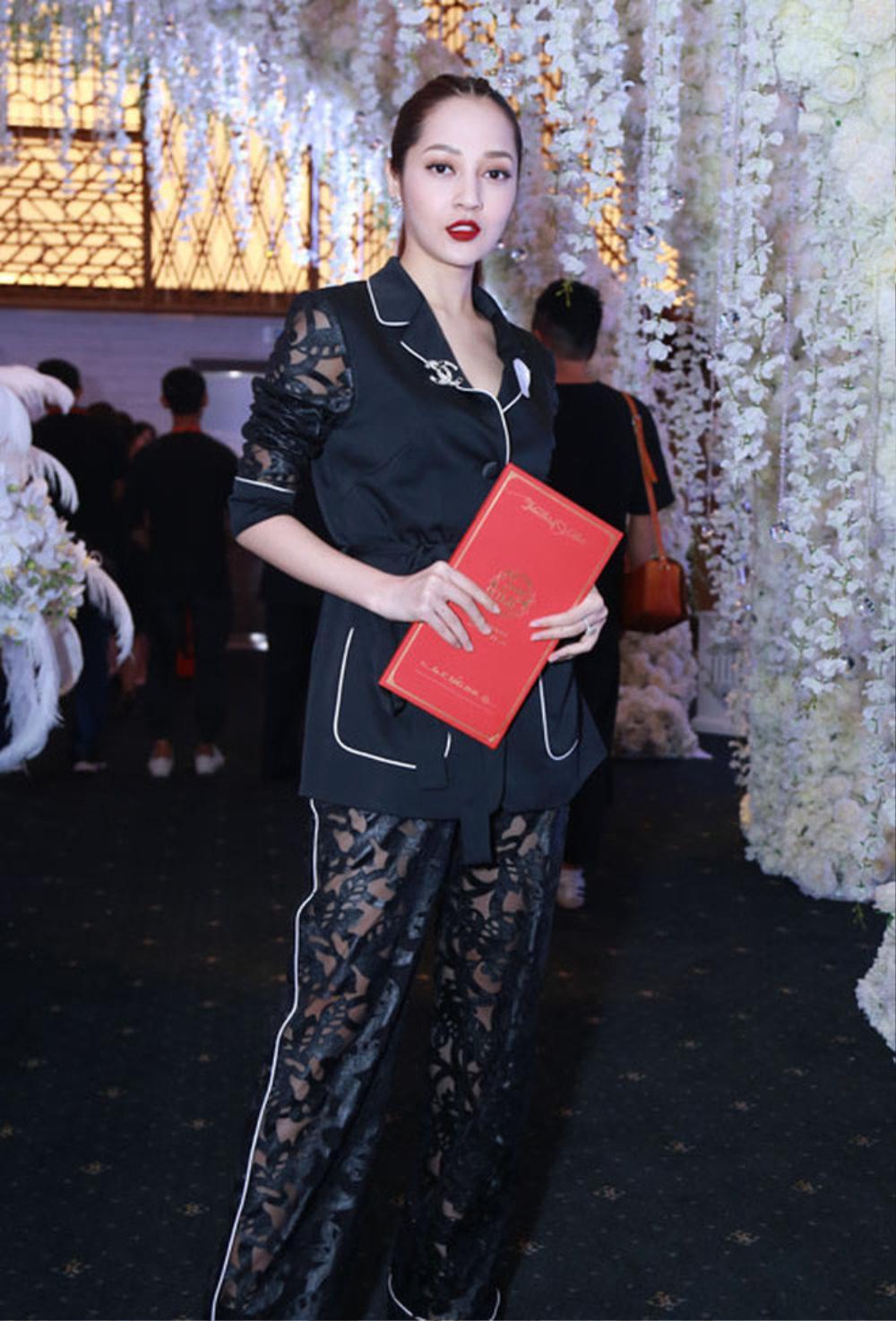 Sao Việt bị la ó vì mặc quá nổi tại đám cưới, riêng Thủy Tiên được khen dù 'lấn át' cô dâu Ảnh 3