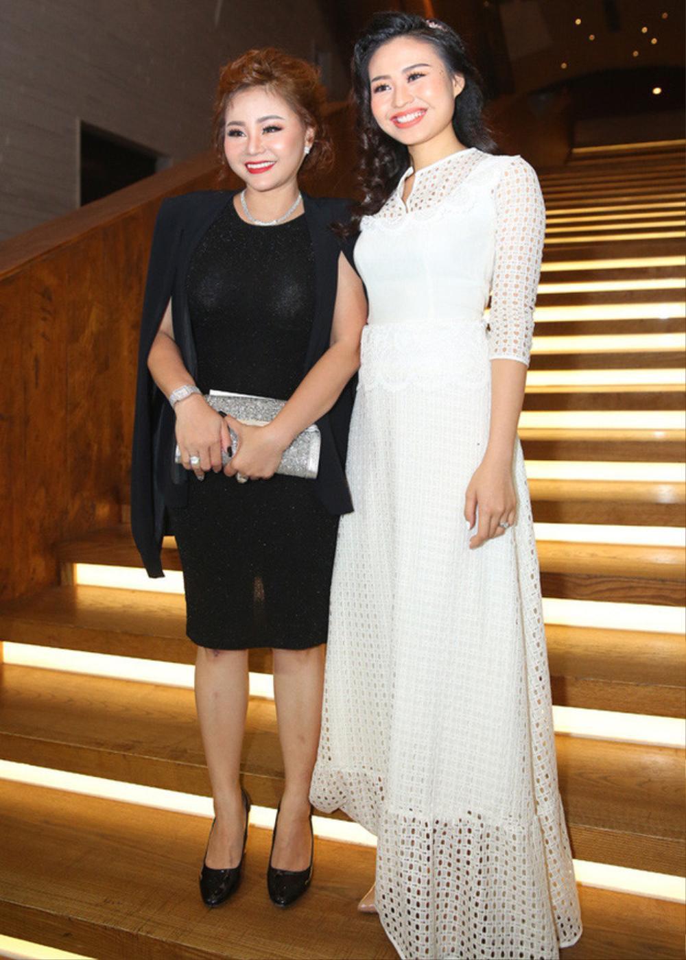 Sao Việt bị la ó vì mặc quá nổi tại đám cưới, riêng Thủy Tiên được khen dù 'lấn át' cô dâu Ảnh 5