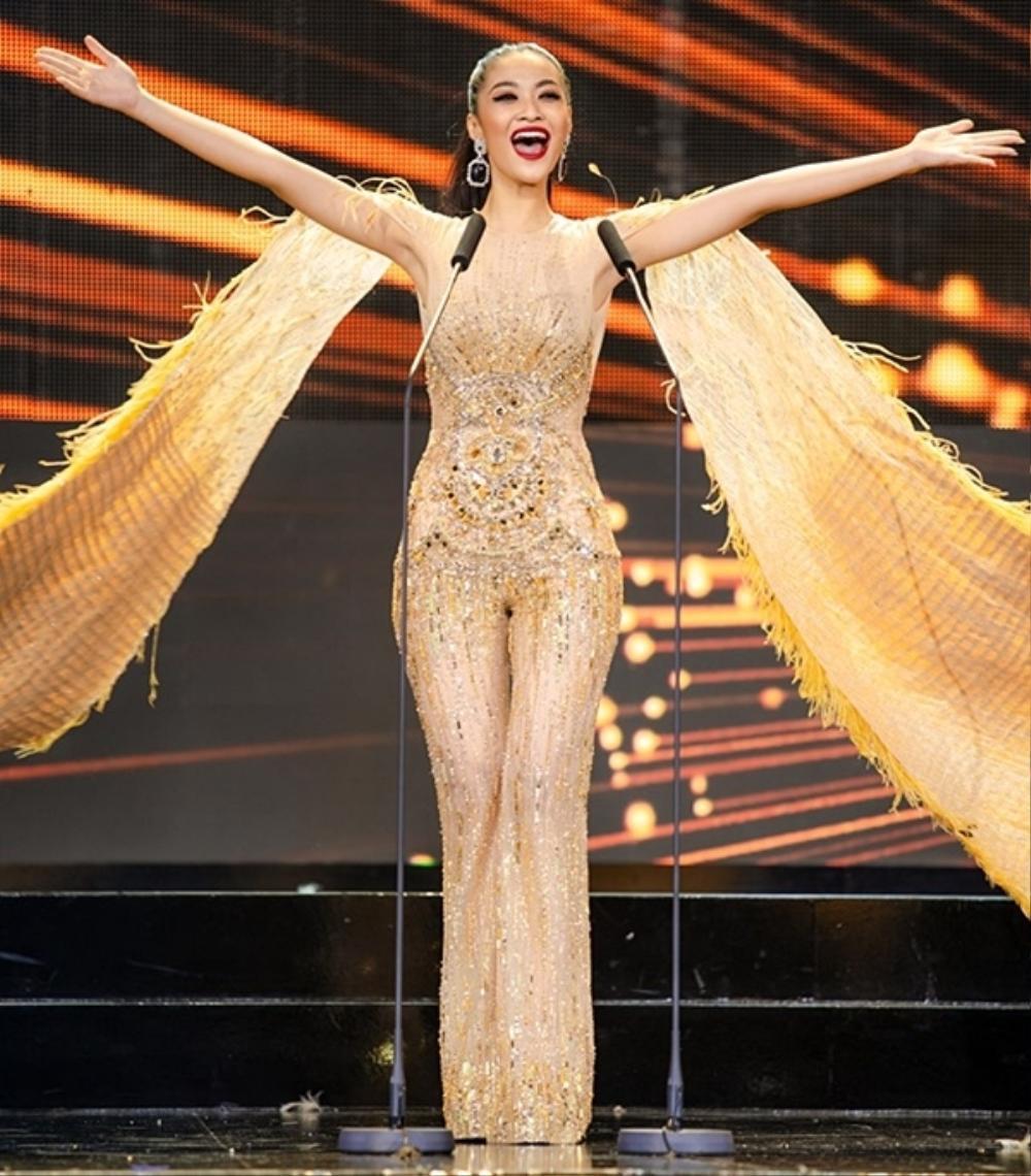 Thí sinh Miss USA mặc lạc quẻ giống Kiều Loan, đạo nhái váy Hoàng Thùy trong phần thi dạ hội Ảnh 8