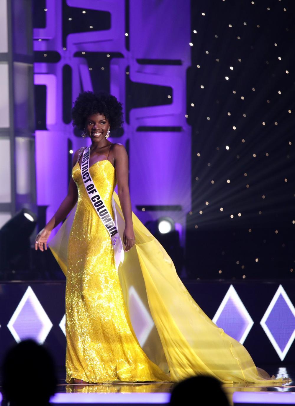 Thí sinh Miss USA mặc lạc quẻ giống Kiều Loan, đạo nhái váy Hoàng Thùy trong phần thi dạ hội Ảnh 17