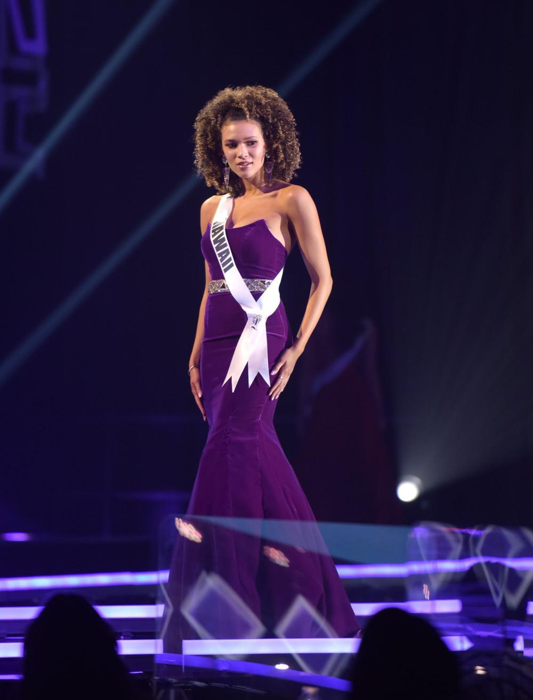 Thí sinh Miss USA mặc lạc quẻ giống Kiều Loan, đạo nhái váy Hoàng Thùy trong phần thi dạ hội Ảnh 18