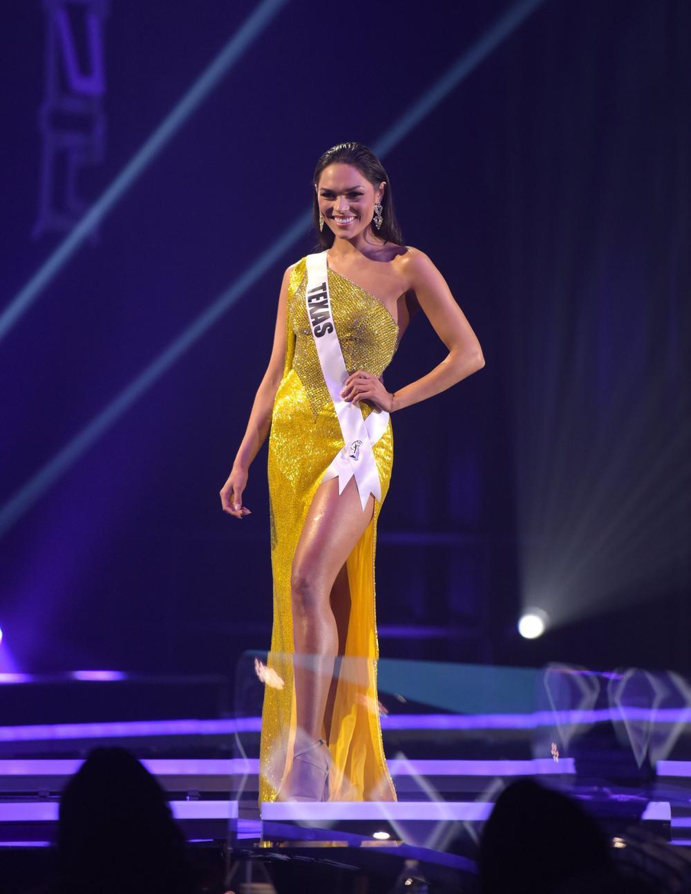 Thí sinh Miss USA mặc lạc quẻ giống Kiều Loan, đạo nhái váy Hoàng Thùy trong phần thi dạ hội Ảnh 19