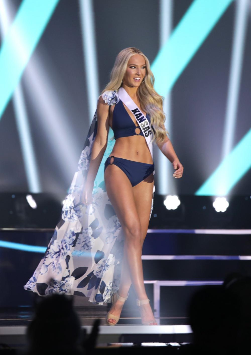 Thí sinh Miss USA mặc lạc quẻ giống Kiều Loan, đạo nhái váy Hoàng Thùy trong phần thi dạ hội Ảnh 5