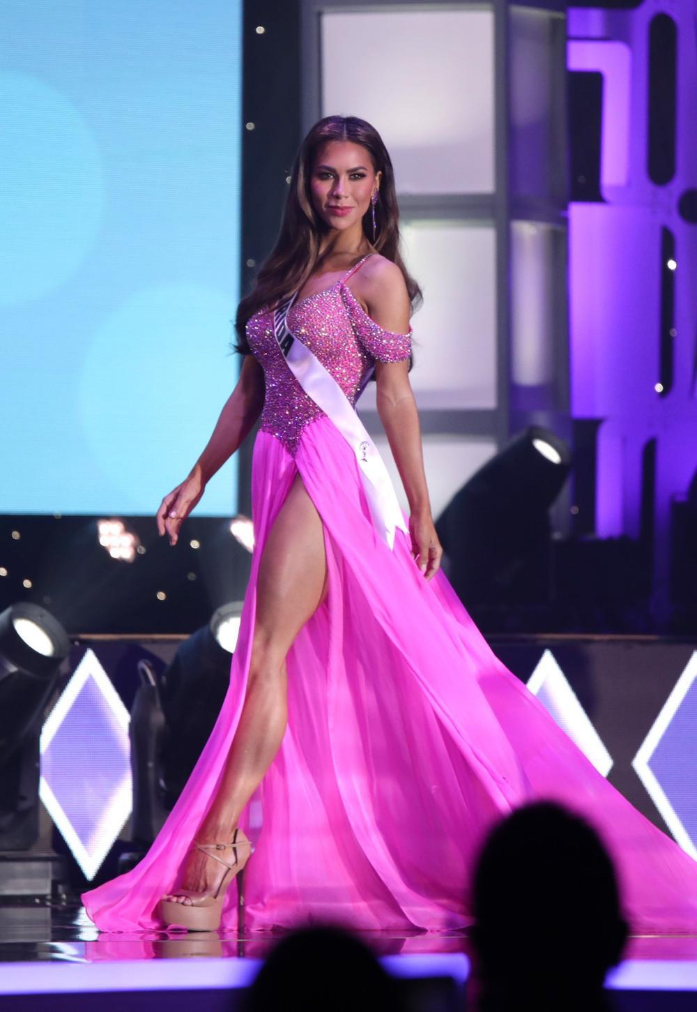 Thí sinh Miss USA mặc lạc quẻ giống Kiều Loan, đạo nhái váy Hoàng Thùy trong phần thi dạ hội Ảnh 10