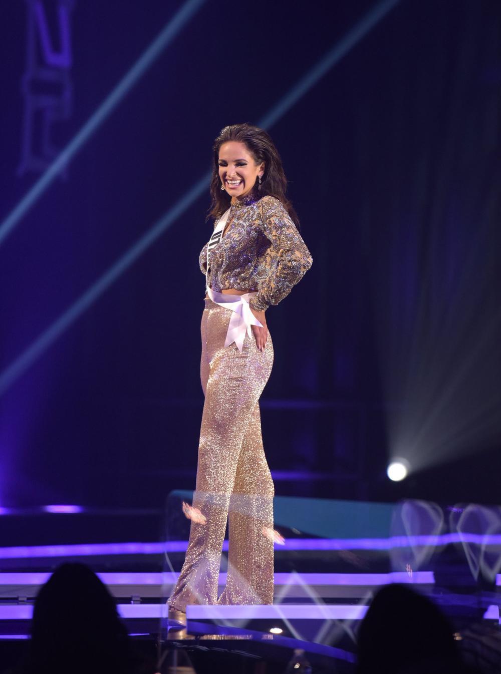 Thí sinh Miss USA mặc lạc quẻ giống Kiều Loan, đạo nhái váy Hoàng Thùy trong phần thi dạ hội Ảnh 6