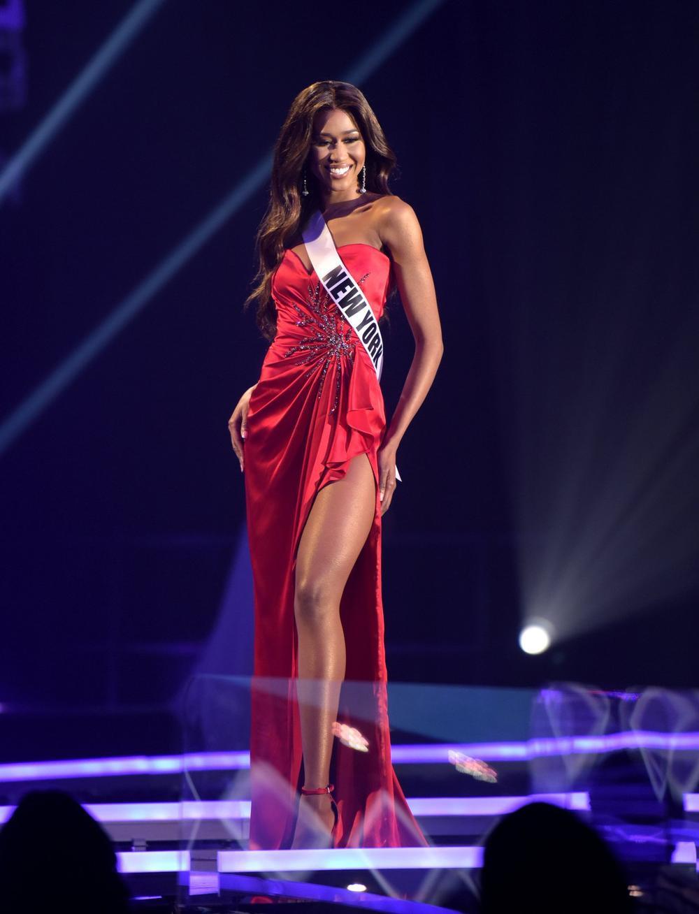 Thí sinh Miss USA mặc lạc quẻ giống Kiều Loan, đạo nhái váy Hoàng Thùy trong phần thi dạ hội Ảnh 13