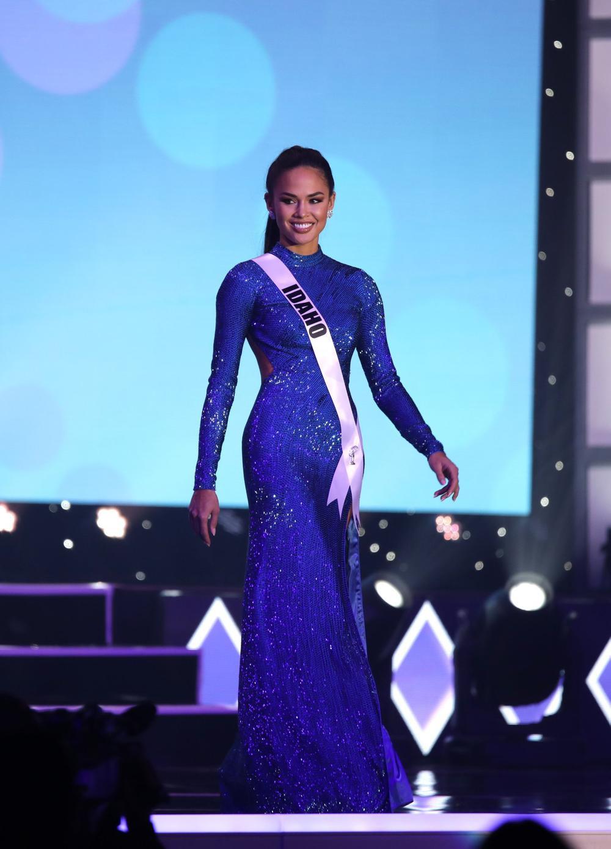 Thí sinh Miss USA mặc lạc quẻ giống Kiều Loan, đạo nhái váy Hoàng Thùy trong phần thi dạ hội Ảnh 14