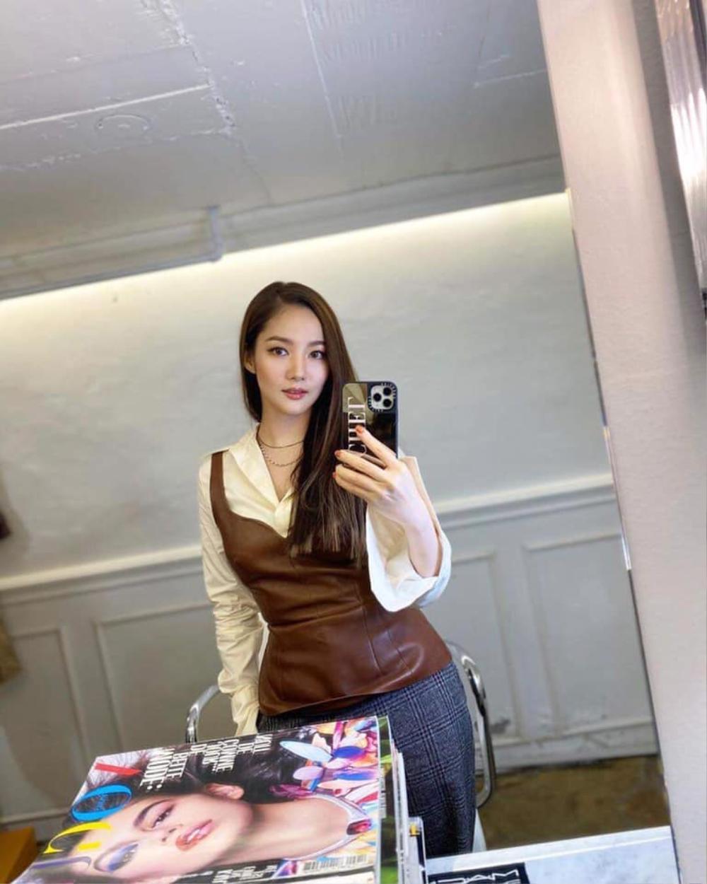 Sau khi bị chê gương mặt khác lạ khó nhận ra Park Min Young tái xuất xinh đẹp khiến ai cũng sững sờ Ảnh 6