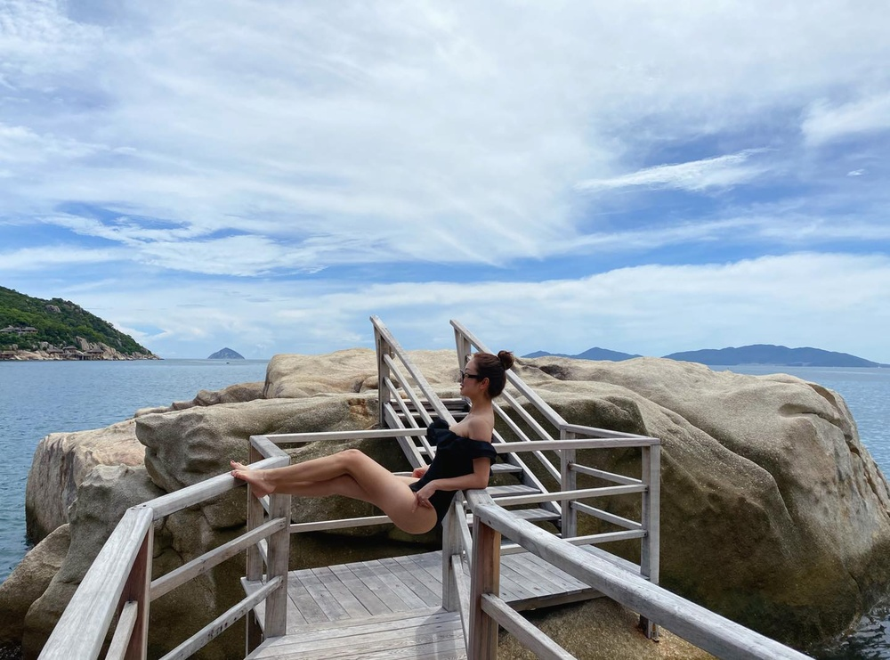 Hoa hậu Jennifer Phạm diện bikini khoe dáng nuột nà gợi cảm trước ống kính của chồng Ảnh 5