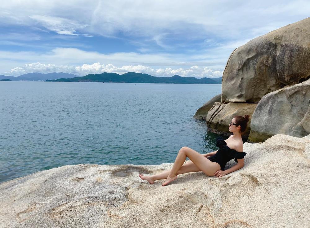 Hoa hậu Jennifer Phạm diện bikini khoe dáng nuột nà gợi cảm trước ống kính của chồng Ảnh 4