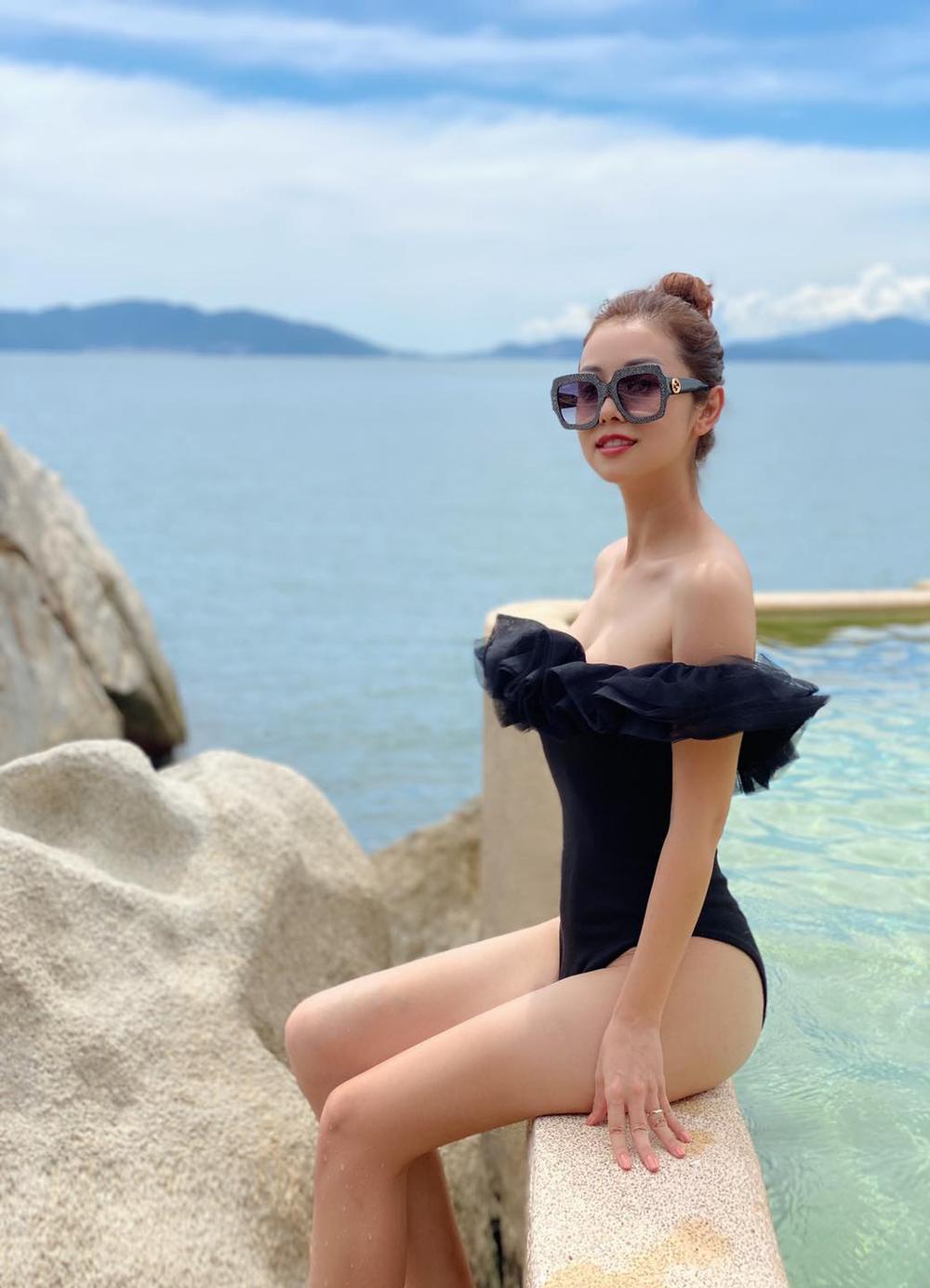 Hoa hậu Jennifer Phạm diện bikini khoe dáng nuột nà gợi cảm trước ống kính của chồng Ảnh 1