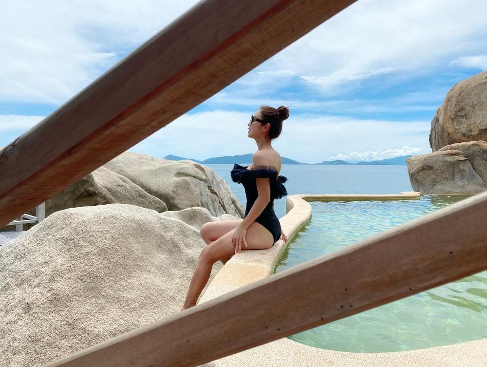 Hoa hậu Jennifer Phạm diện bikini khoe dáng nuột nà gợi cảm trước ống kính của chồng Ảnh 2