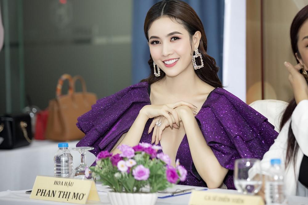 Phan Thị Mơ diện váy xẻ sâu tận rốn, đọ sắc với Minh Tú - Huyền My Ảnh 5