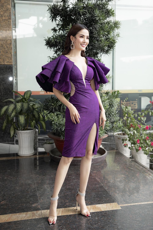 Phan Thị Mơ diện váy xẻ sâu tận rốn, đọ sắc với Minh Tú - Huyền My Ảnh 3