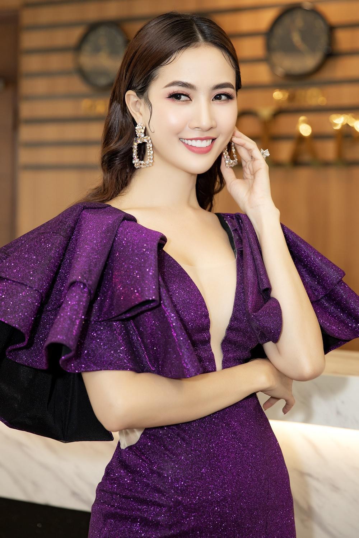 Phan Thị Mơ diện váy xẻ sâu tận rốn, đọ sắc với Minh Tú - Huyền My Ảnh 2