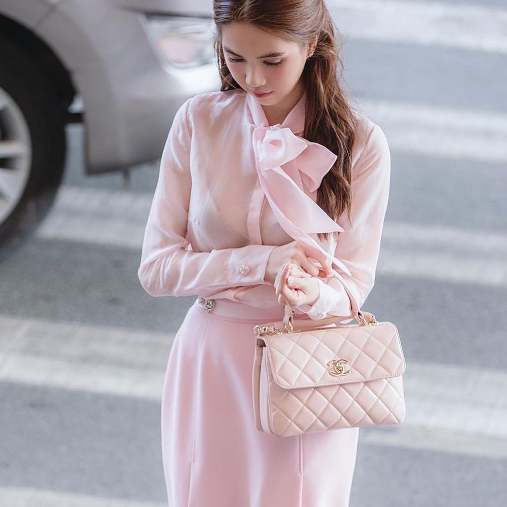 Ngọc Trinh hoá tiểu thư ngọt ngào với chiếc váy hồng ngọt, không cần rượu fan cũng tự khắc say Ảnh 3
