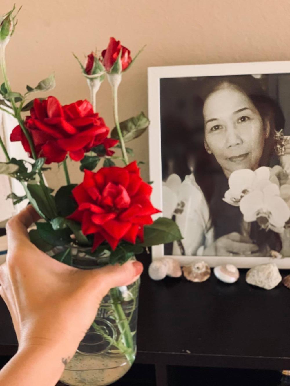 Kim Hiền nghẹn ngào rơi nước mắt trước lễ cúng đặt bài vị sau hơn 100 ngày của mẹ Ảnh 5