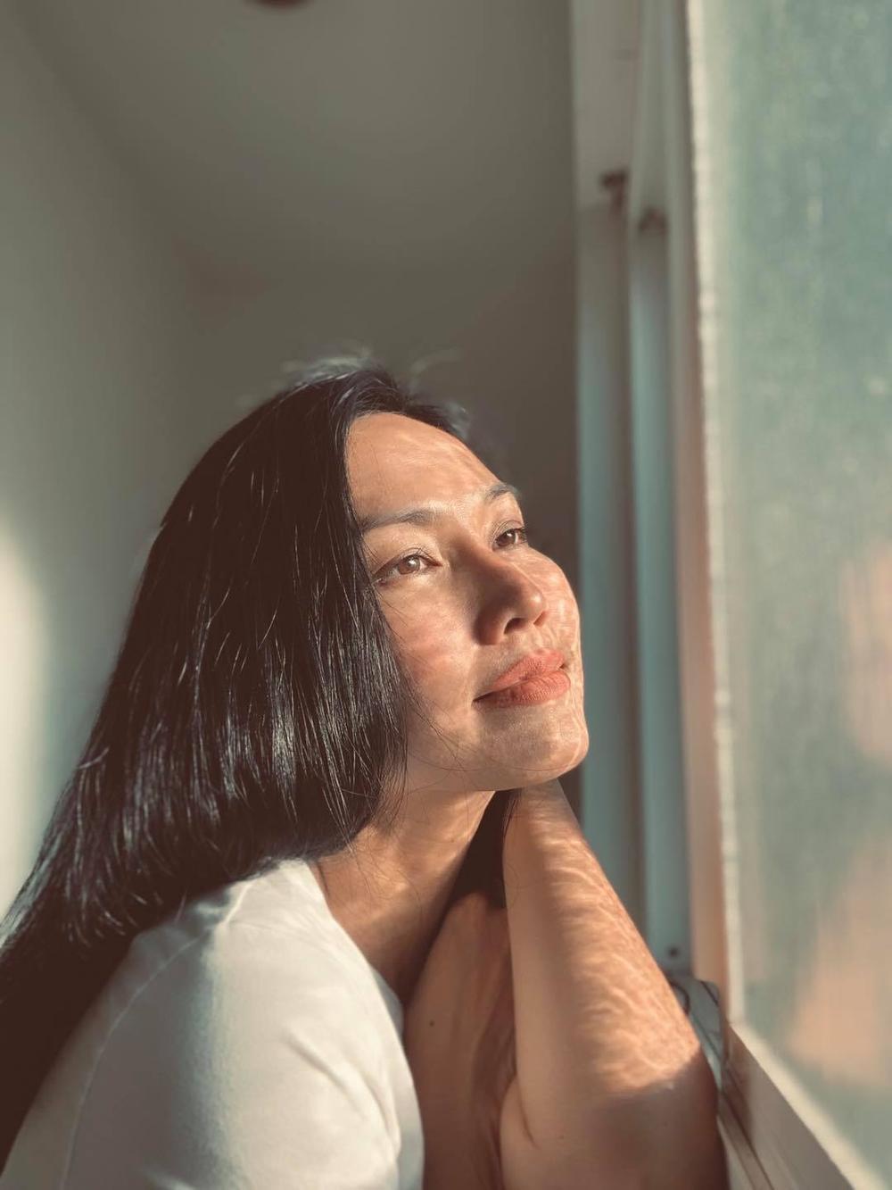 Kim Hiền nghẹn ngào rơi nước mắt trước lễ cúng đặt bài vị sau hơn 100 ngày của mẹ Ảnh 7
