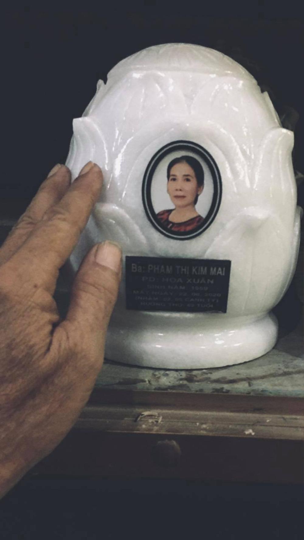 Kim Hiền nghẹn ngào rơi nước mắt trước lễ cúng đặt bài vị sau hơn 100 ngày của mẹ Ảnh 4