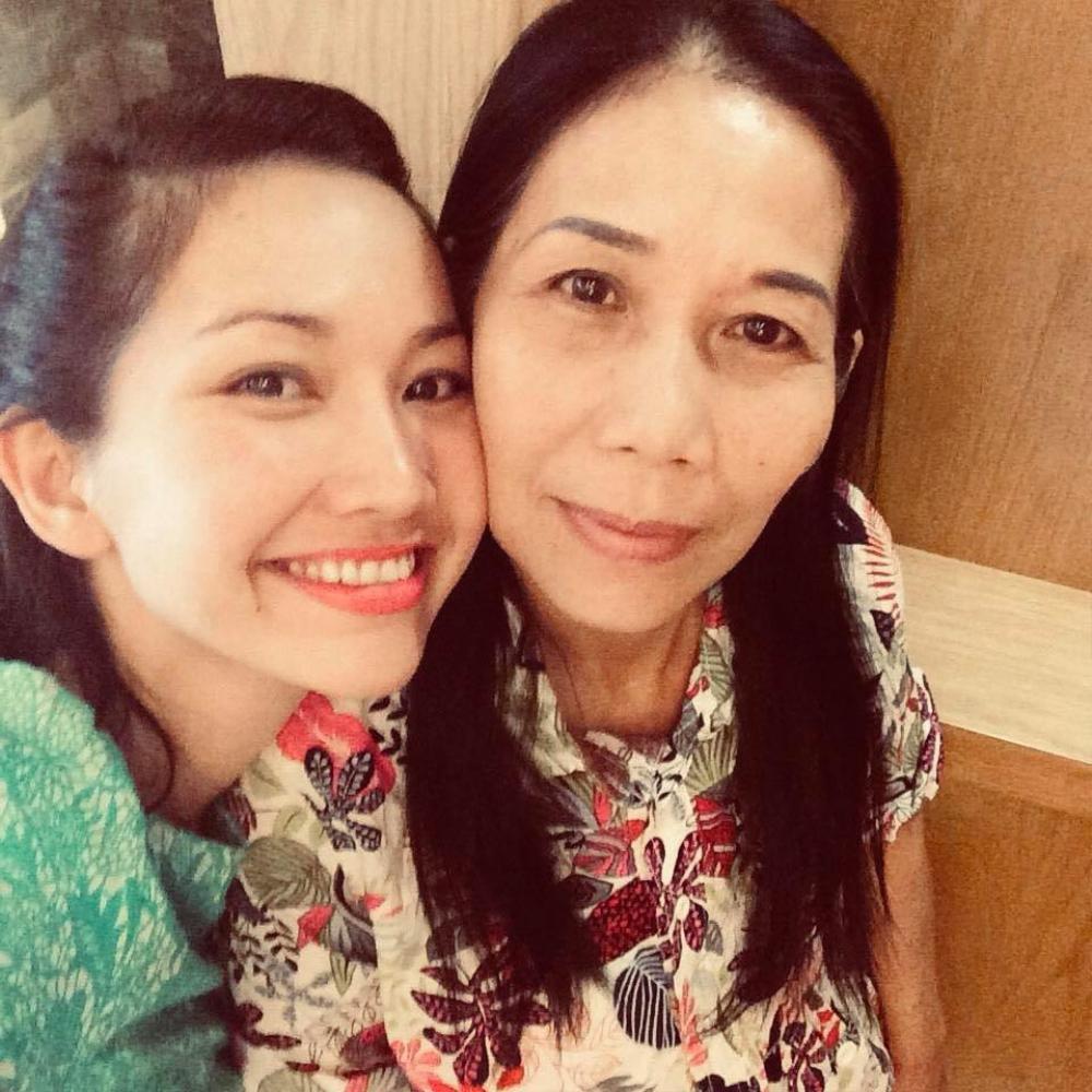 Kim Hiền nghẹn ngào rơi nước mắt trước lễ cúng đặt bài vị sau hơn 100 ngày của mẹ Ảnh 3