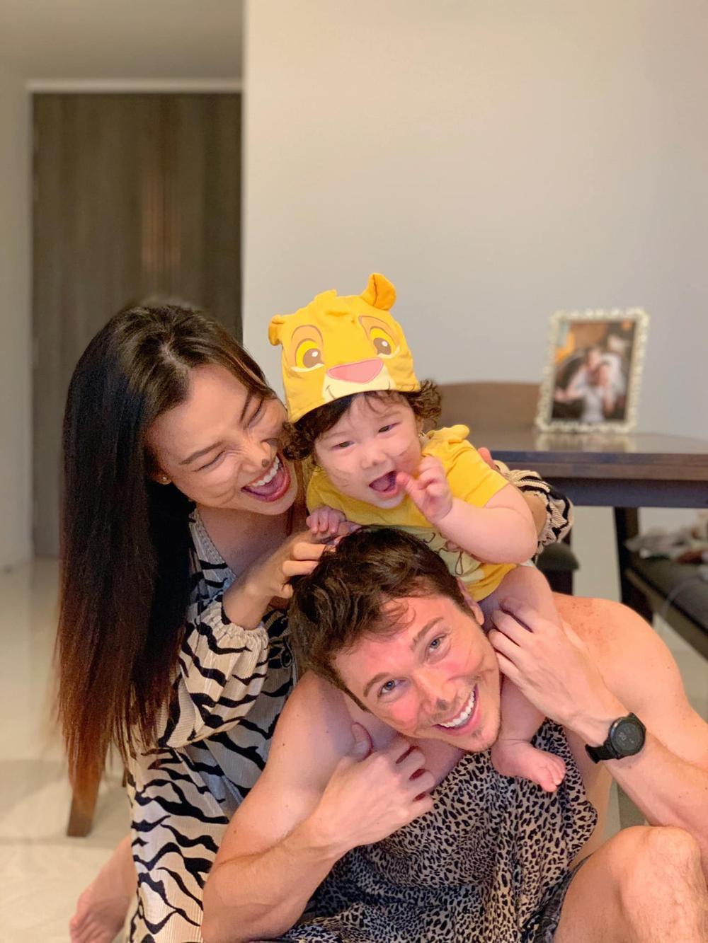 MC Hoàng Oanh đăng ảnh tình tứ kèm lời mật ngọt mừng sinh nhật chồng Tây Ảnh 3