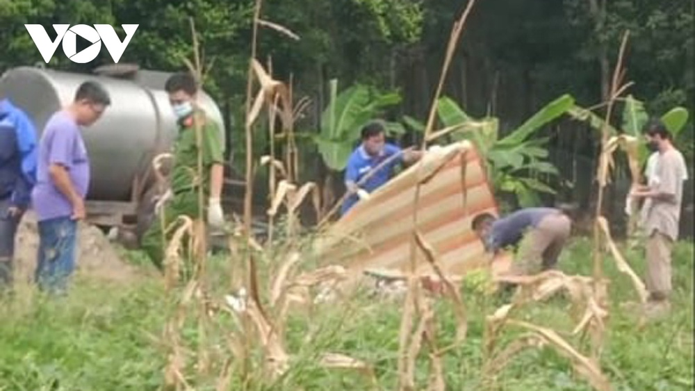 2 vợ chồng tử vong bất thường trong bồn nước, trên cơ thể dính nhiều bùn đất Ảnh 1