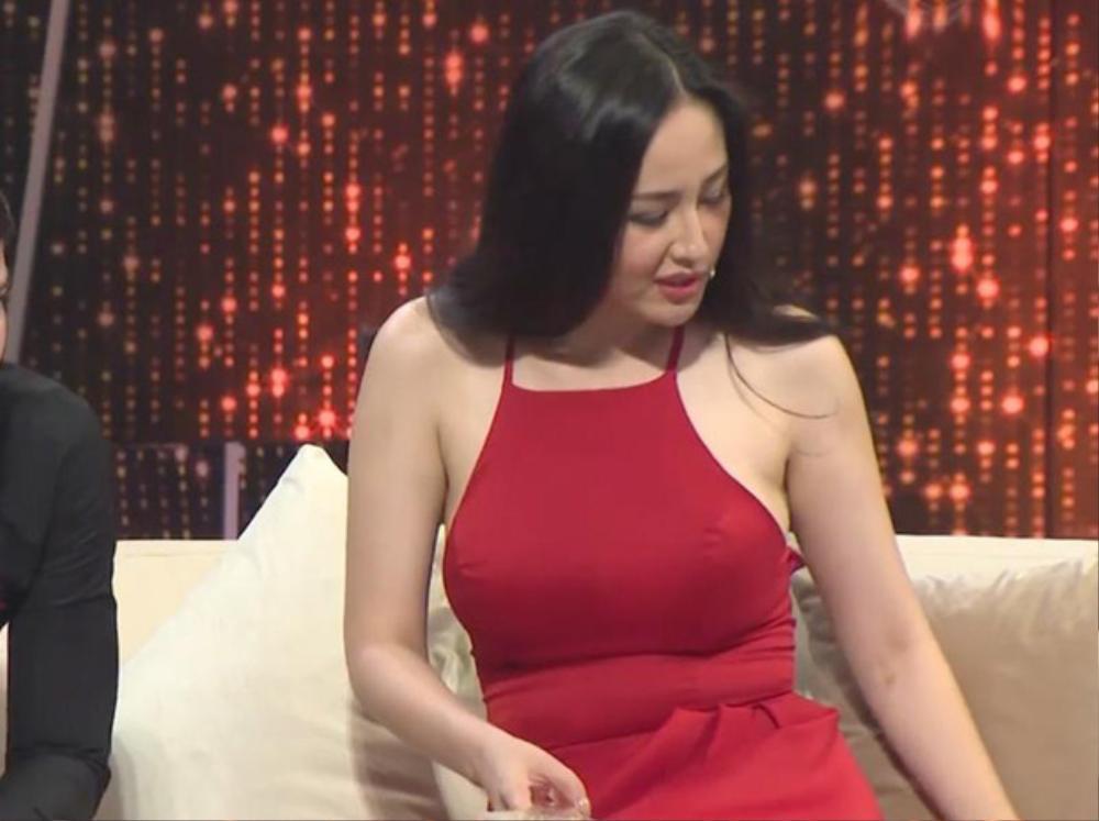 Sao Việt lộ mỡ thừa vì váy bó, body chuẩn như Mai Phương Thúy, Võ Hoàng Yến cũng dính nạn Ảnh 2