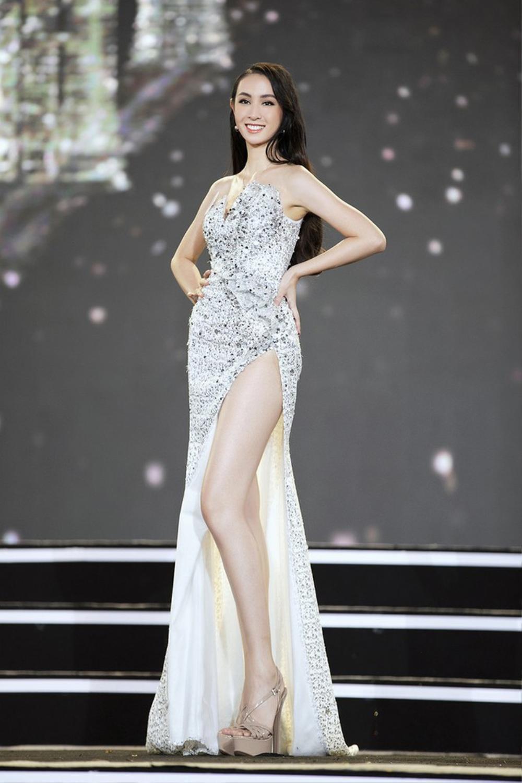 Xuất hiện 'bản sao' Dương Trương Thiên Lý đẹp rực rỡ hơn cả bản chính ở Hoa hậu Việt Nam 2020 Ảnh 8