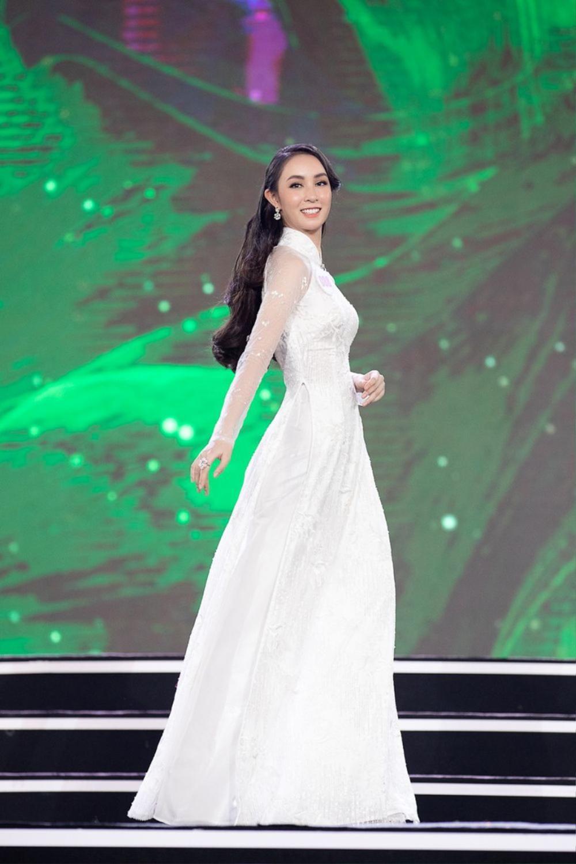 Xuất hiện 'bản sao' Dương Trương Thiên Lý đẹp rực rỡ hơn cả bản chính ở Hoa hậu Việt Nam 2020 Ảnh 10