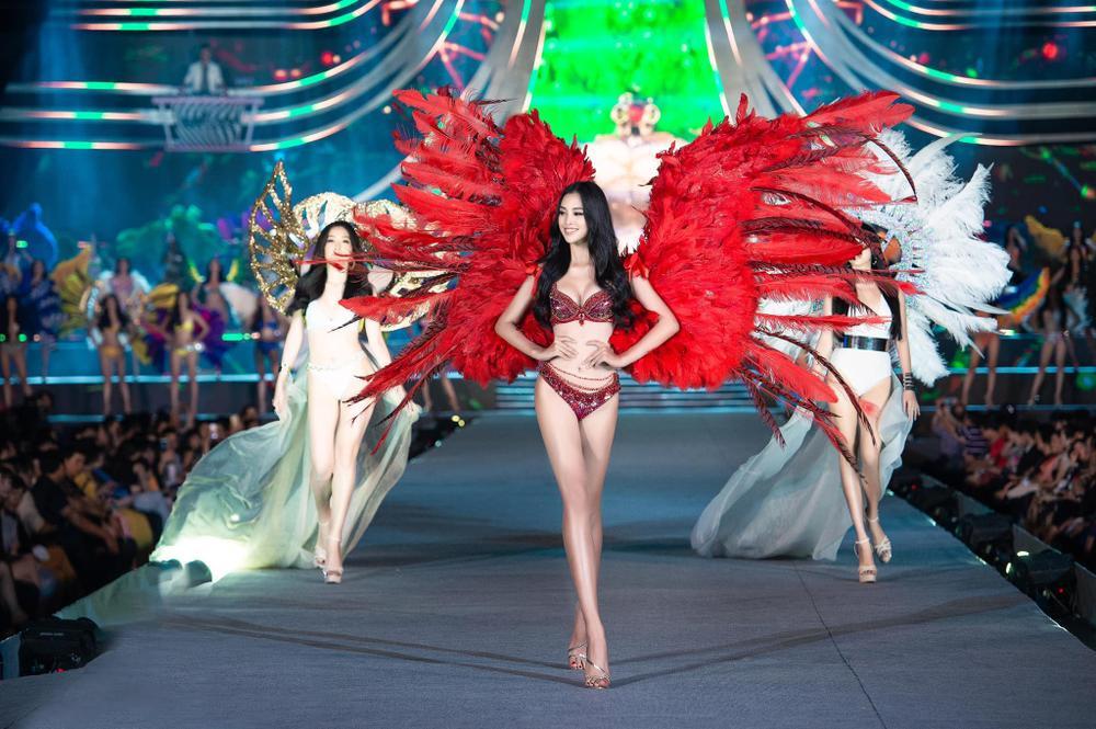 Hoa hậu Tiểu Vy cosplay thiết kế nội y như cựu thiên thần Victoria's Secret Ảnh 3