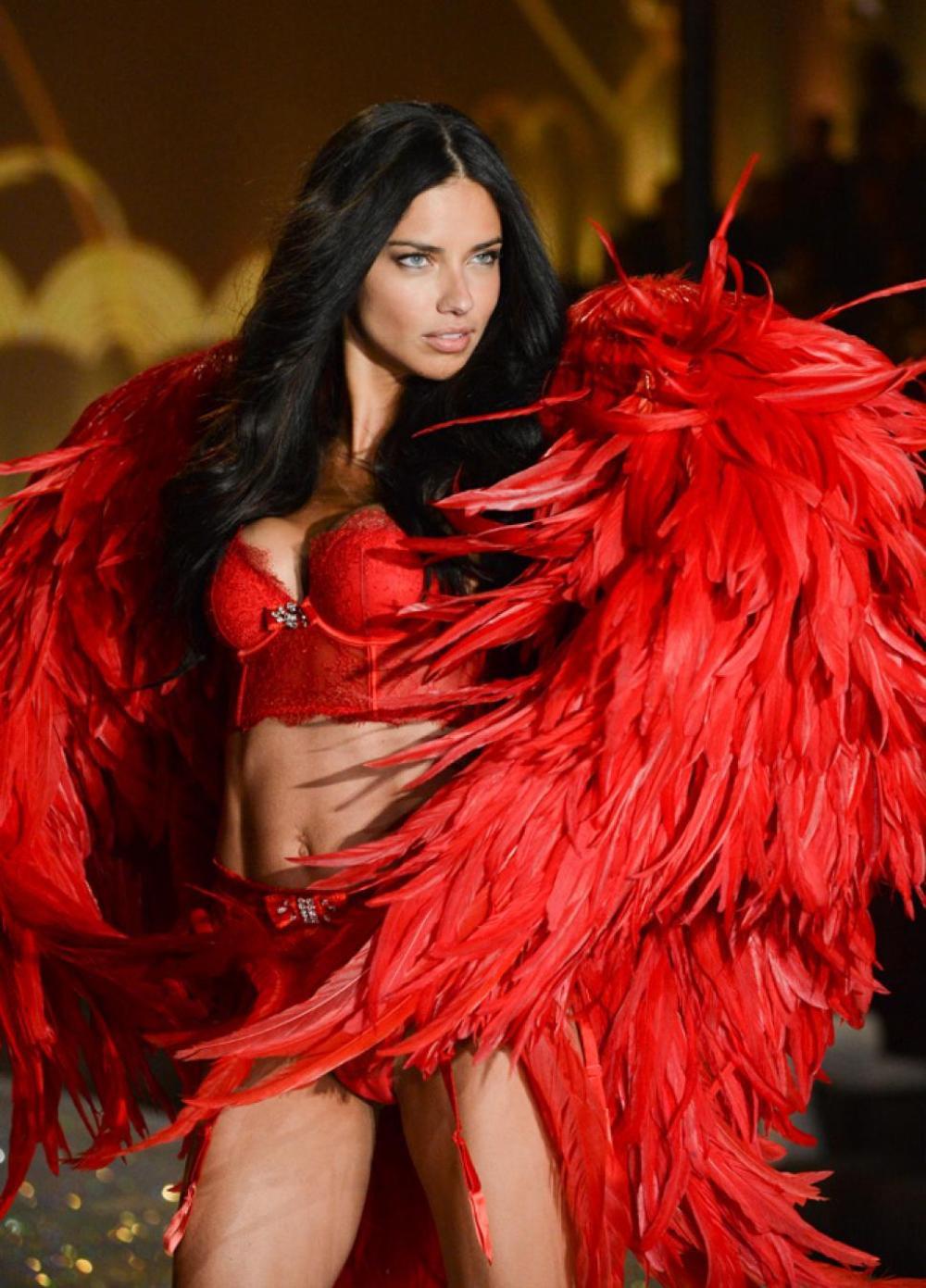 Hoa hậu Tiểu Vy cosplay thiết kế nội y như cựu thiên thần Victoria's Secret Ảnh 5