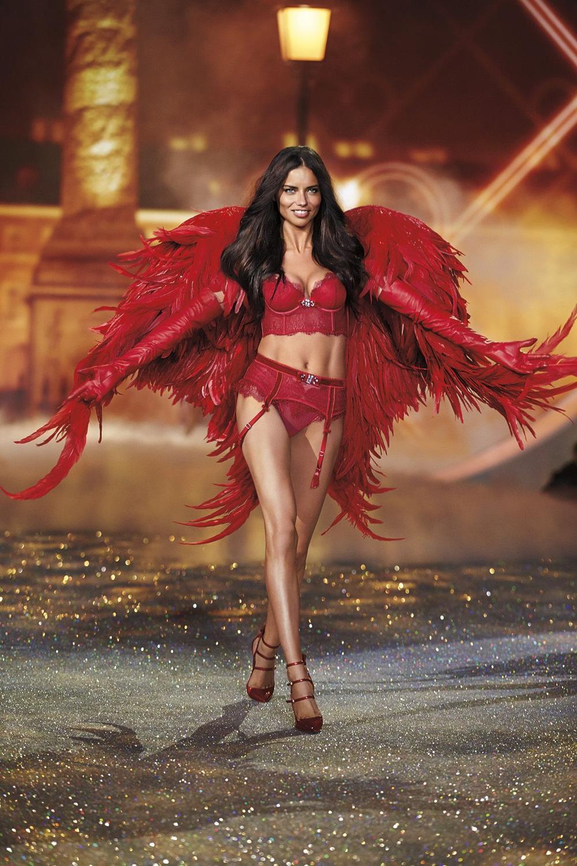 Hoa hậu Tiểu Vy cosplay thiết kế nội y như cựu thiên thần Victoria's Secret Ảnh 4