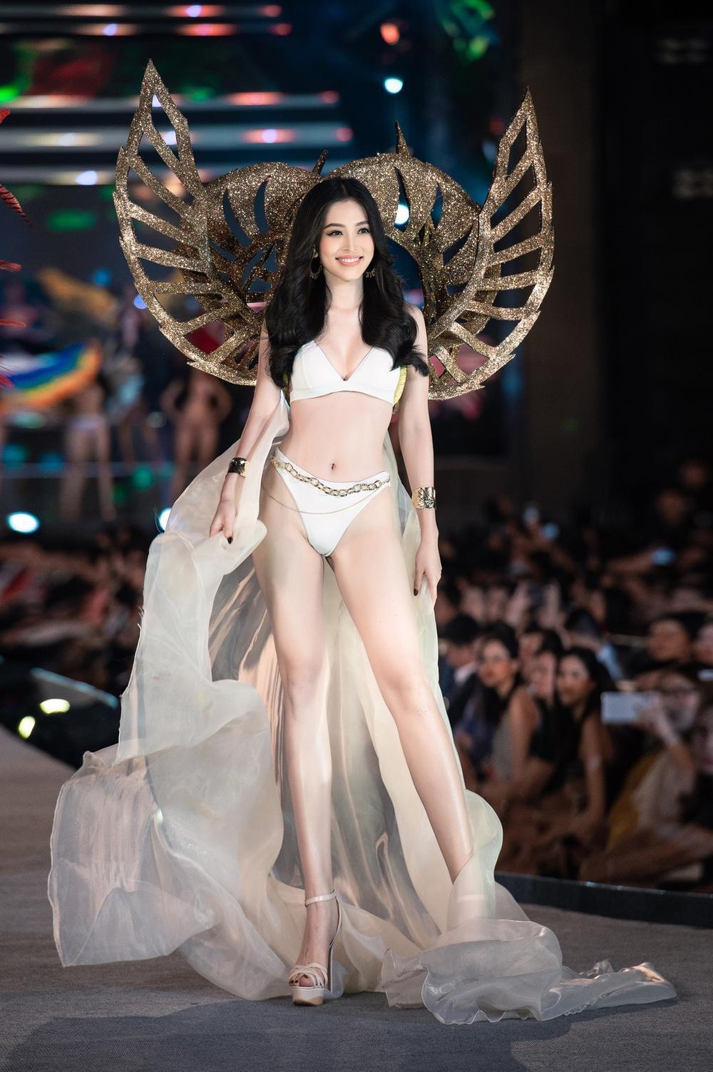 Hoa hậu Tiểu Vy cosplay thiết kế nội y như cựu thiên thần Victoria's Secret Ảnh 8