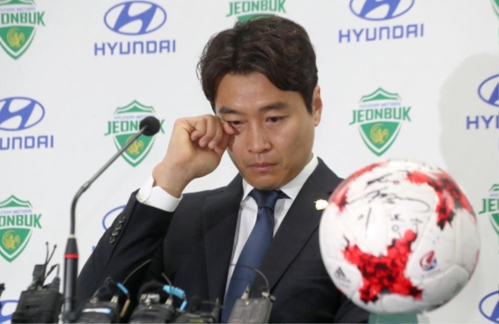 Bố Sian - cầu thủ Lee Dong Gook giải nghệ vĩnh viễn: Nghẹn lời bên cô vợ Á hậu và 5 đứa con! Ảnh 2