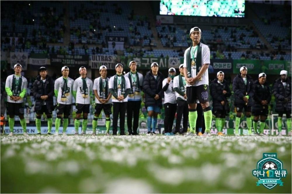 Bố Sian - cầu thủ Lee Dong Gook giải nghệ vĩnh viễn: Nghẹn lời bên cô vợ Á hậu và 5 đứa con! Ảnh 5