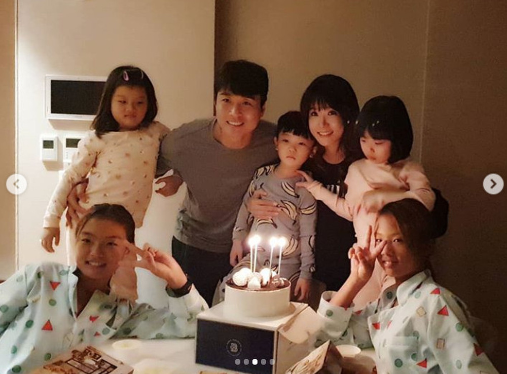Bố Sian - cầu thủ Lee Dong Gook giải nghệ vĩnh viễn: Nghẹn lời bên cô vợ Á hậu và 5 đứa con! Ảnh 8