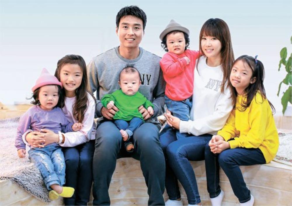 Bố Sian - cầu thủ Lee Dong Gook giải nghệ vĩnh viễn: Nghẹn lời bên cô vợ Á hậu và 5 đứa con! Ảnh 9
