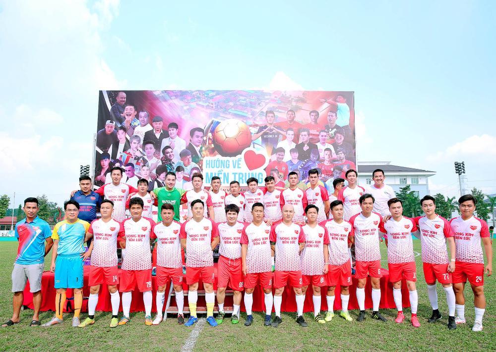 Lâm Vũ, Hoàng Sơn tổ chức trận bóng gây quỹ, quyên góp hơn 300 triệu ủng hộ miền Trung Ảnh 8