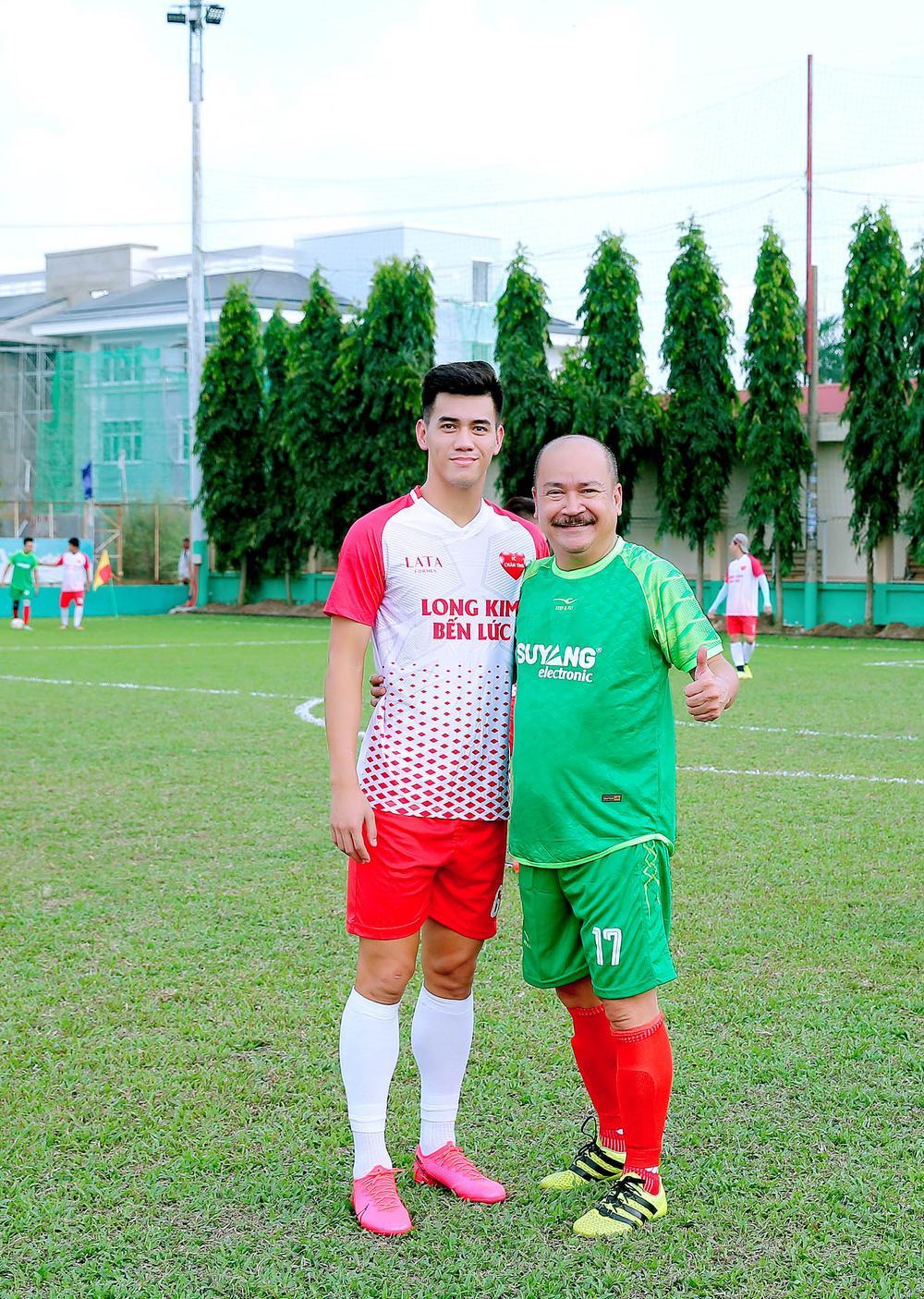 Lâm Vũ, Hoàng Sơn tổ chức trận bóng gây quỹ, quyên góp hơn 300 triệu ủng hộ miền Trung Ảnh 1