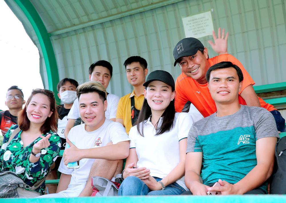 Lâm Vũ, Hoàng Sơn tổ chức trận bóng gây quỹ, quyên góp hơn 300 triệu ủng hộ miền Trung Ảnh 4