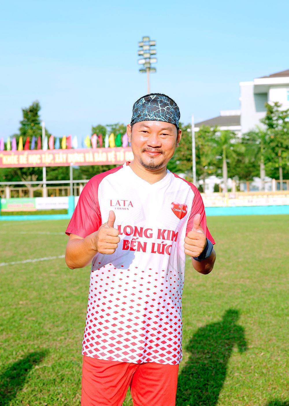 Lâm Vũ, Hoàng Sơn tổ chức trận bóng gây quỹ, quyên góp hơn 300 triệu ủng hộ miền Trung Ảnh 5