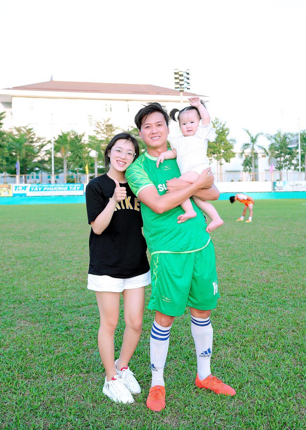 Lâm Vũ, Hoàng Sơn tổ chức trận bóng gây quỹ, quyên góp hơn 300 triệu ủng hộ miền Trung Ảnh 7