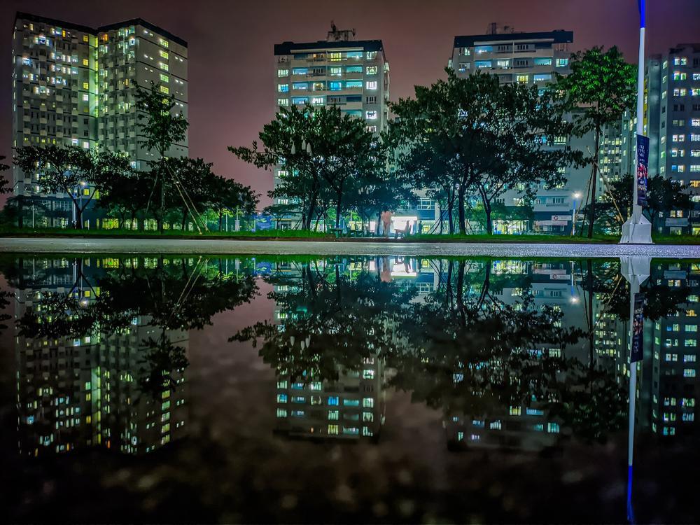 Sau cơn mưa, KTX ĐHQG TP.HCM đẹp lung linh khi hàng ngàn ánh đèn bừng sáng Ảnh 21