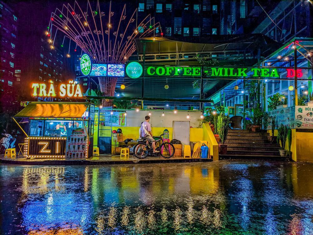 Sau cơn mưa, KTX ĐHQG TP.HCM đẹp lung linh khi hàng ngàn ánh đèn bừng sáng Ảnh 12