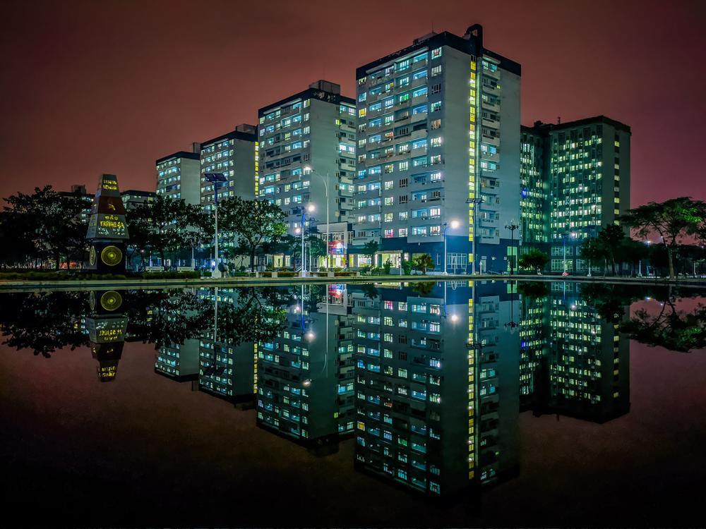 Sau cơn mưa, KTX ĐHQG TP.HCM đẹp lung linh khi hàng ngàn ánh đèn bừng sáng Ảnh 23