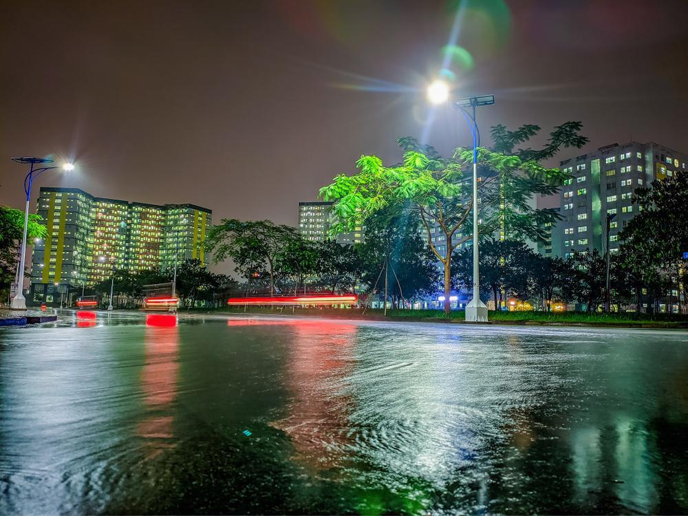 Sau cơn mưa, KTX ĐHQG TP.HCM đẹp lung linh khi hàng ngàn ánh đèn bừng sáng Ảnh 8
