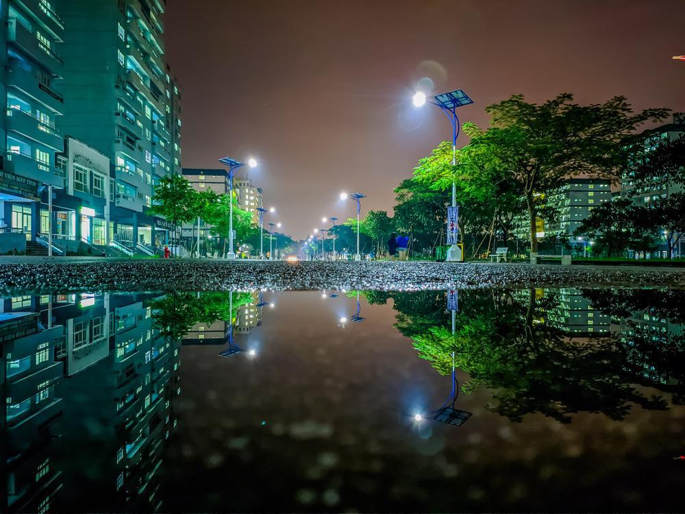 Sau cơn mưa, KTX ĐHQG TP.HCM đẹp lung linh khi hàng ngàn ánh đèn bừng sáng Ảnh 3