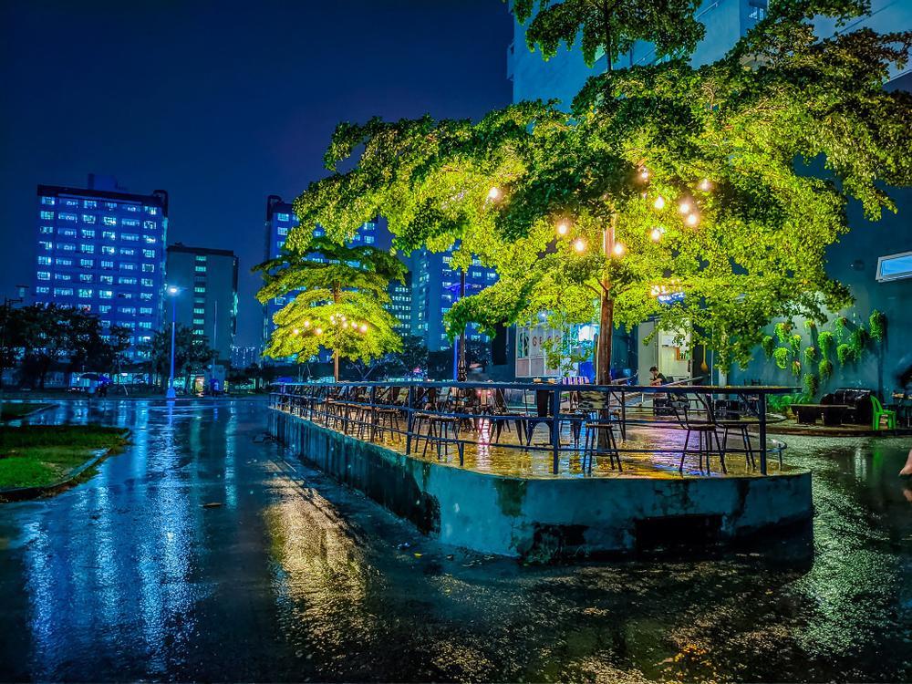 Sau cơn mưa, KTX ĐHQG TP.HCM đẹp lung linh khi hàng ngàn ánh đèn bừng sáng Ảnh 25