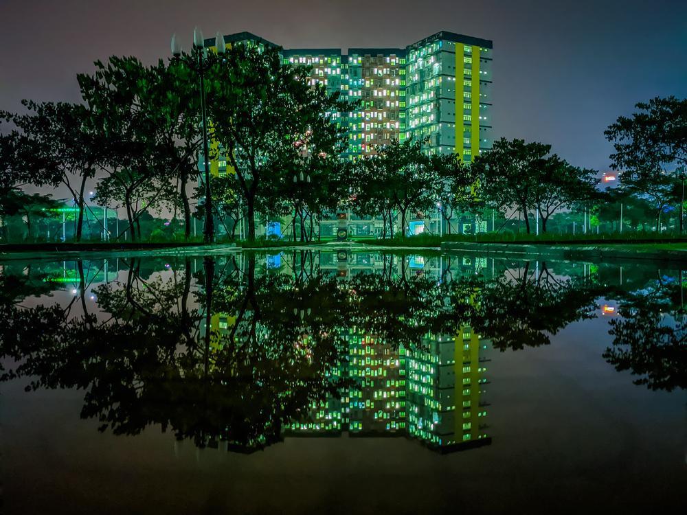 Sau cơn mưa, KTX ĐHQG TP.HCM đẹp lung linh khi hàng ngàn ánh đèn bừng sáng Ảnh 7